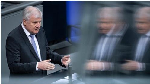 Innenminister Horst Seehofer (70, CSU) im Deutschen Bundestag